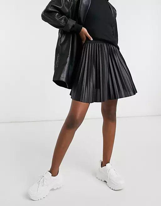 leather look pleated mini skirt in black