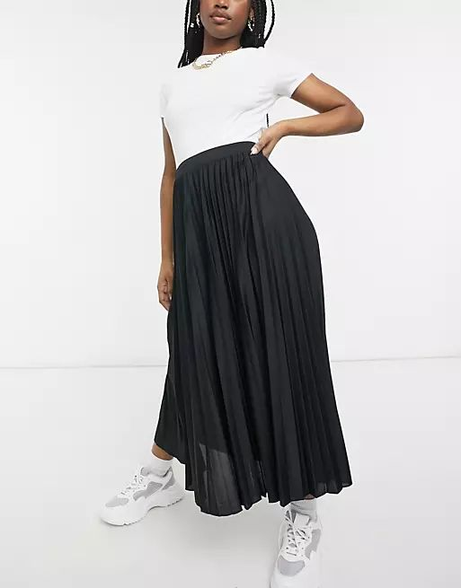 pleated midi skirt in black