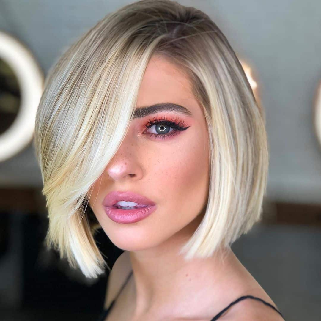 Women's Side Swept Bangs Hairstyle