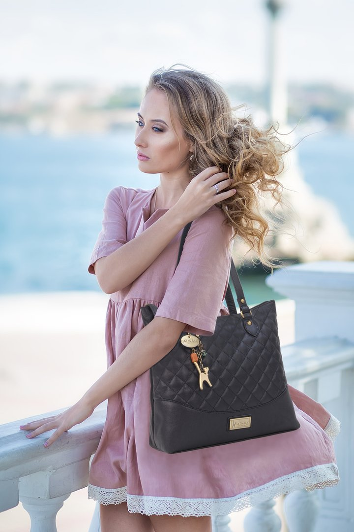 BEAUTIFULLY QUILTED, LIGHTWEIGHT LEATHER SHOULDER BAG