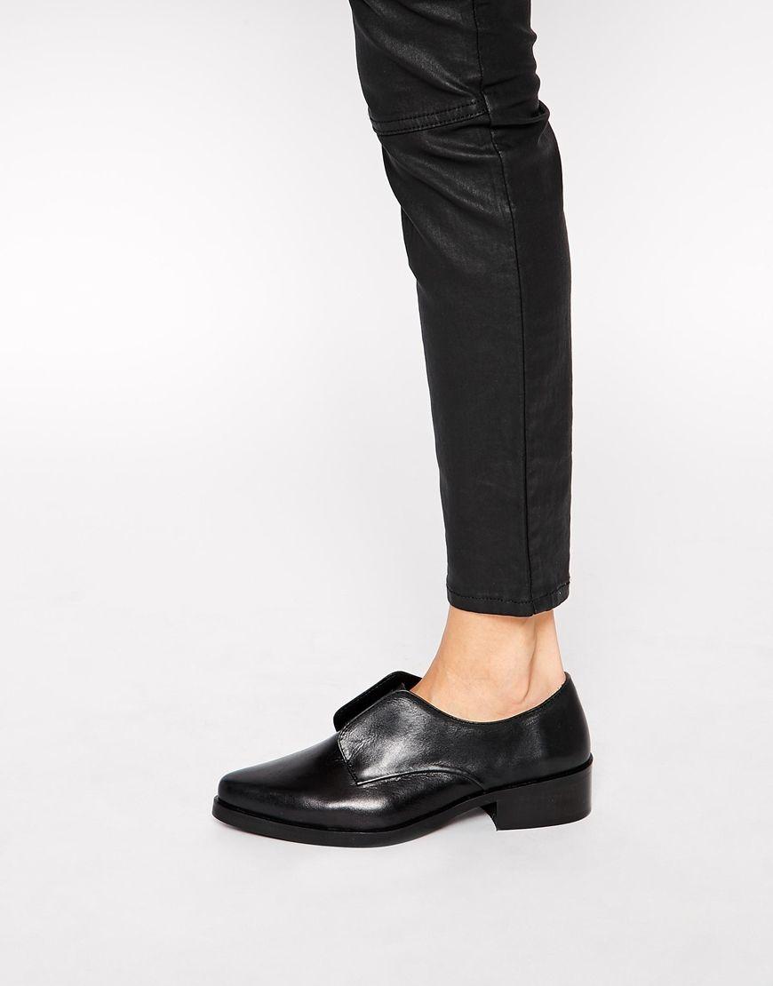 Park Lane Laceless Point Flat Leather Shoes