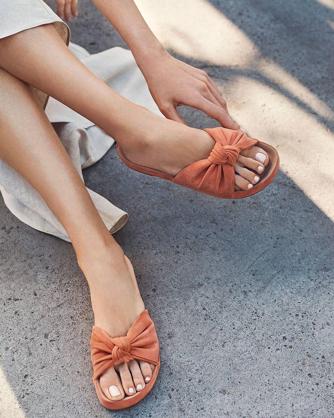 Slinging sandals