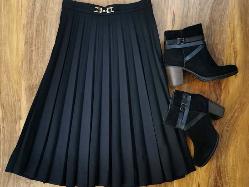 Vintage 80s black pleated skirt knee length classic skirt small minimilist gold buckle small black skirt 6/8