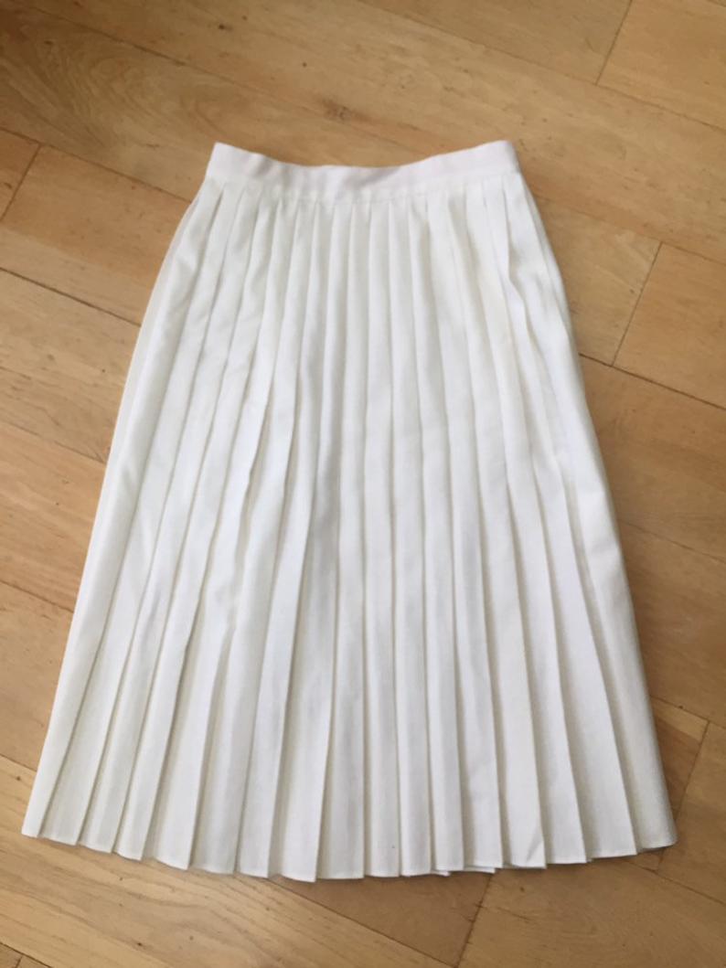 Vintage St Michael 1980's White fully pleated skirt