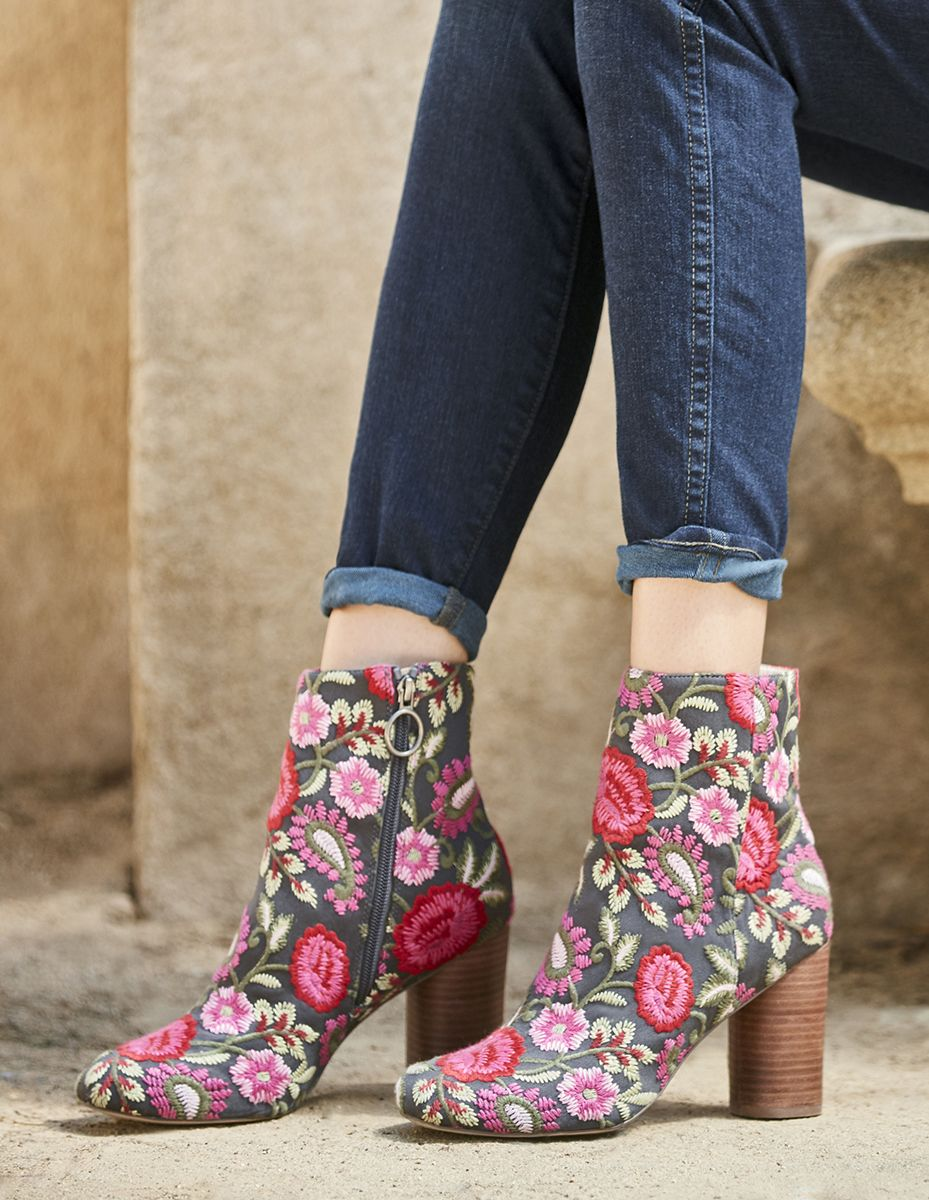 Embroidered ankle pink Boots