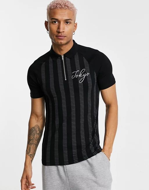 polo t-shirt in black with half zip