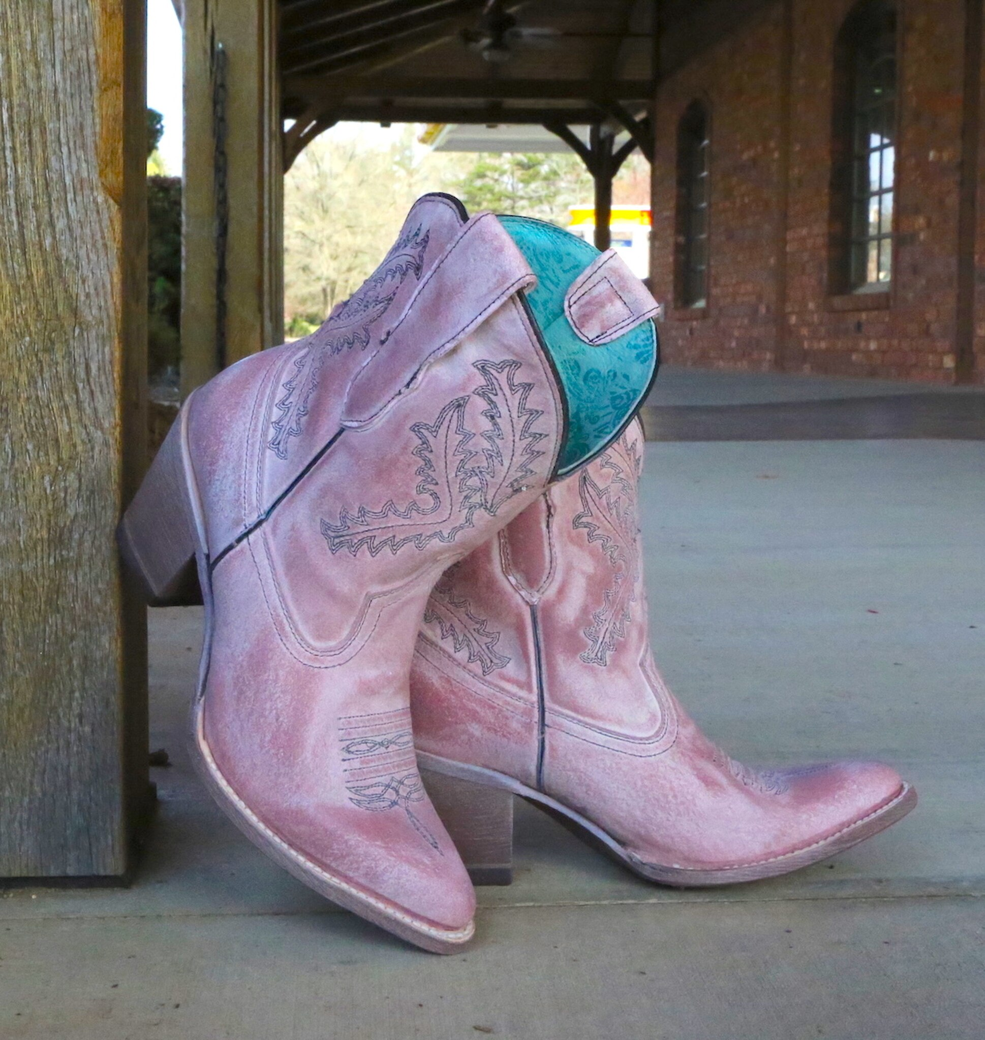 Embroidered pink Boots