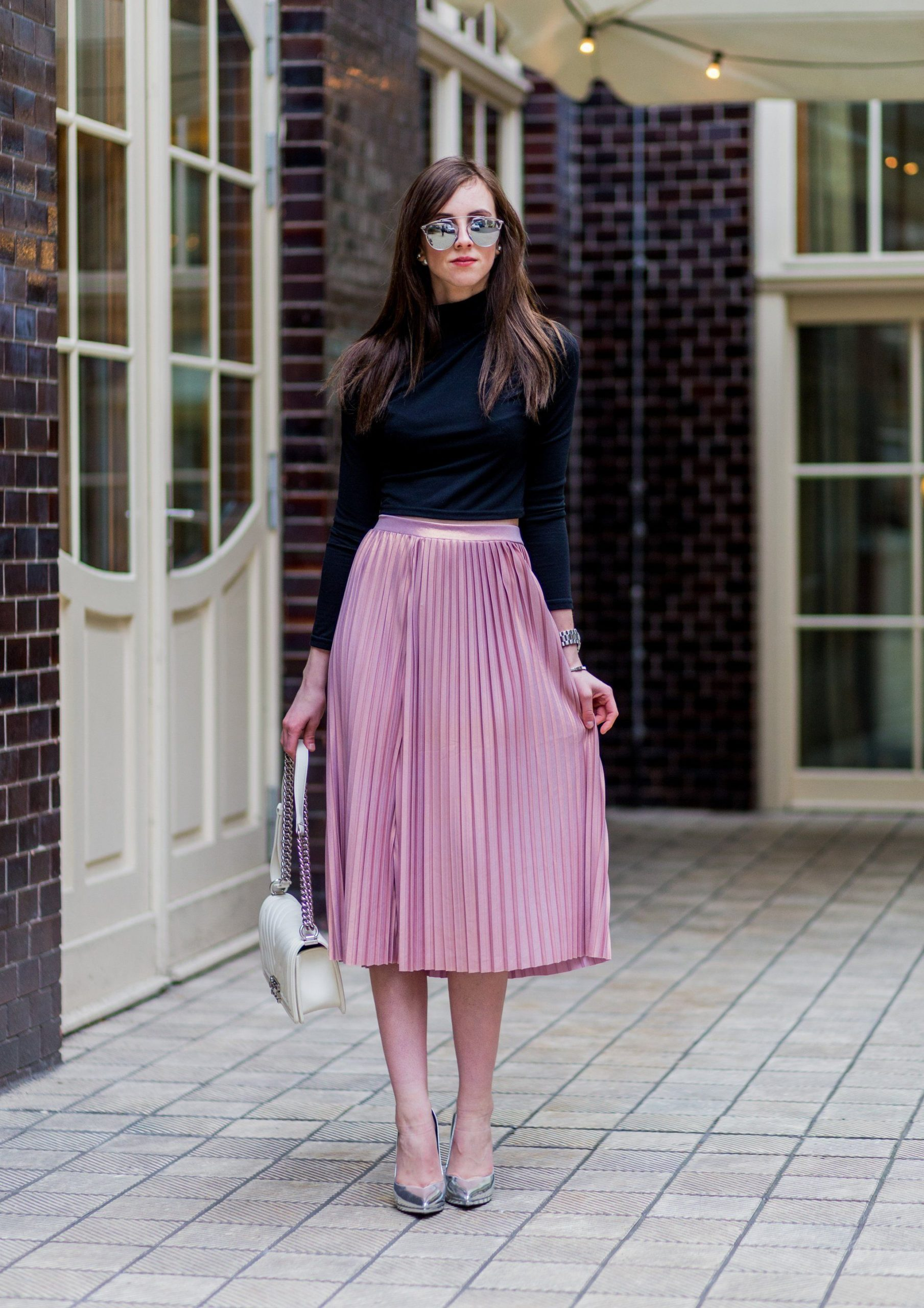 Pleated midi skirt outfits