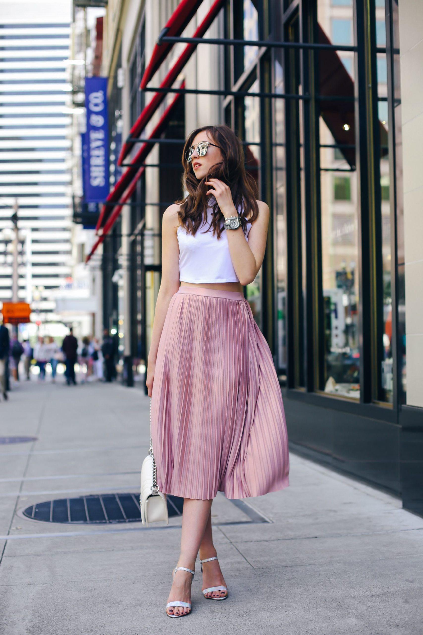 Pleated pink skirt idea